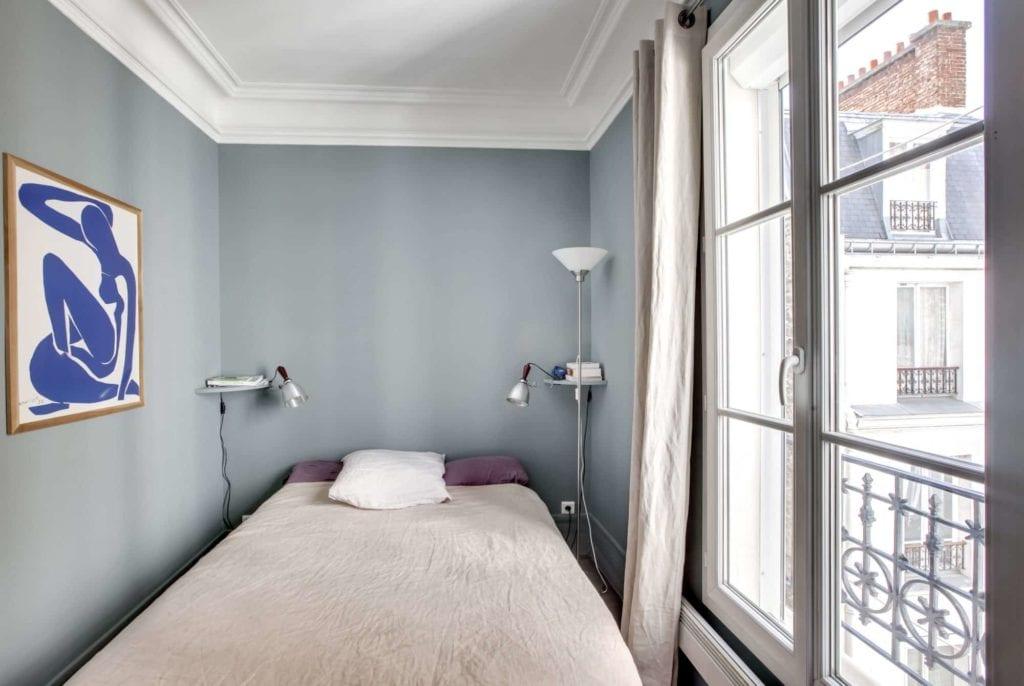 Rénovation complète d'un appartement haussmannien, avec peinture Argile Couleurs de Terre Sable Gris et Bleu Burlington
