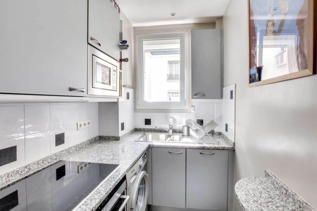 Rénovation complète d'un appartement haussmannien, avec peinture Argile Couleurs de Terre Sable Gris
