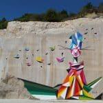 """STOUL - Façade de l'ancienne carrière de Villars-Fontaine (Bourgogne) """"ORU VILLART"""" - Spray acrylique sur pierre de comblanchien 12x15 m - 2016 Festival Street Art On The Roc (Curateur : Vill'Art"""