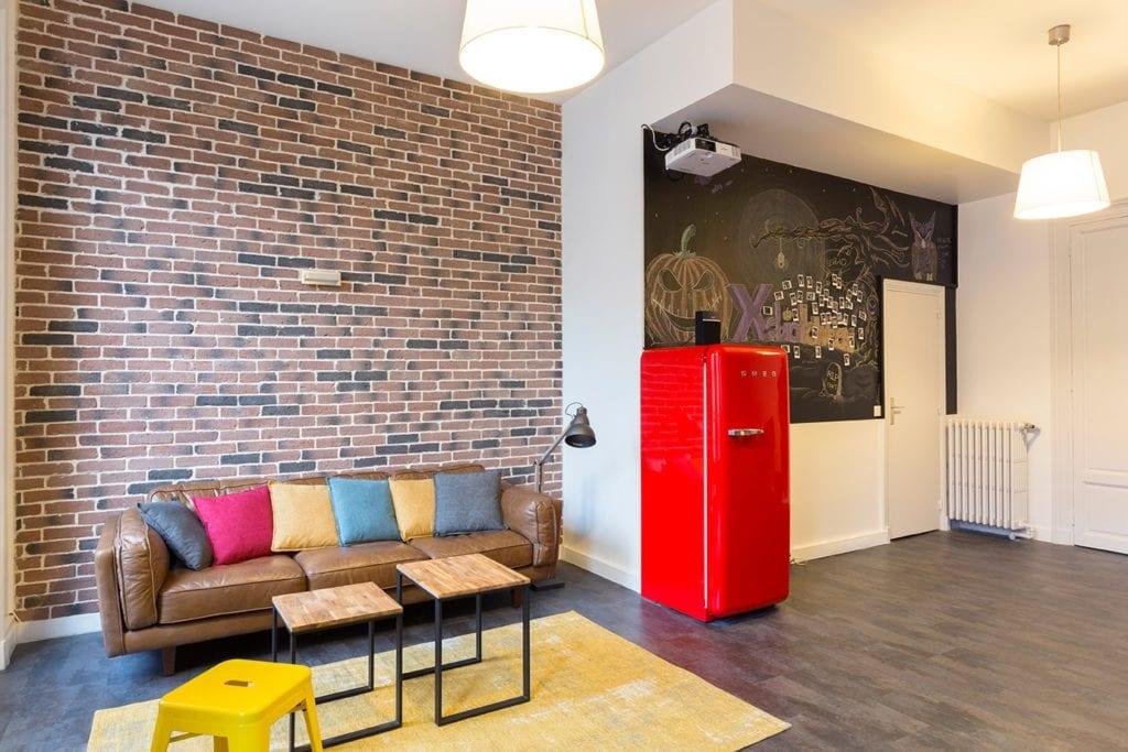fresque murale et parement en briques monsieur peinture. Black Bedroom Furniture Sets. Home Design Ideas