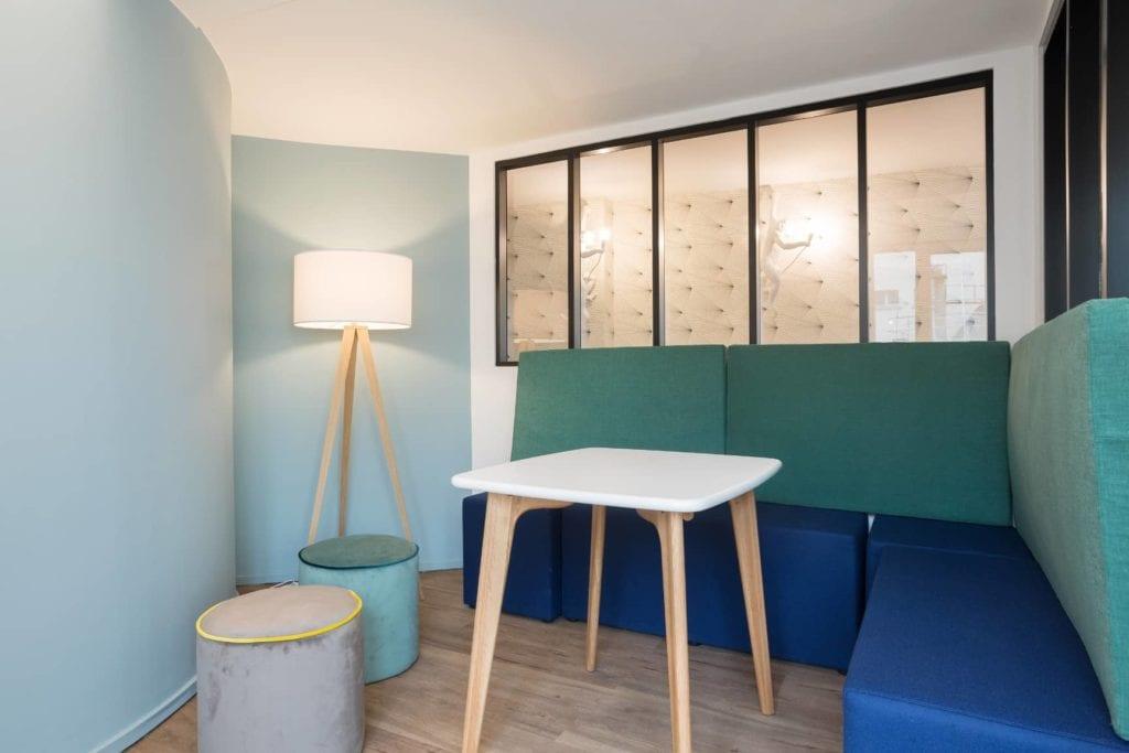 papier peint et peinture bleue verte dans des bureaux monsieur peinture. Black Bedroom Furniture Sets. Home Design Ideas