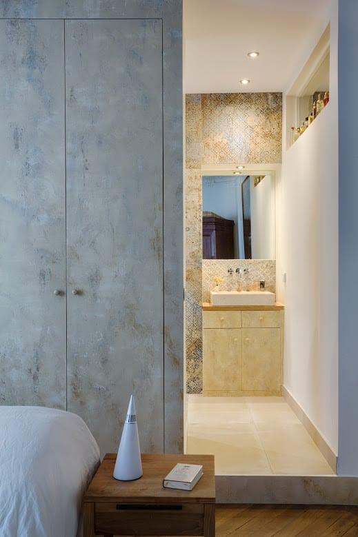 Peinture décorative dans une salle de bain à Paris