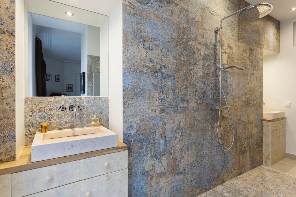 r novation salle de bain avec peintures d coratives monsieur peinture. Black Bedroom Furniture Sets. Home Design Ideas