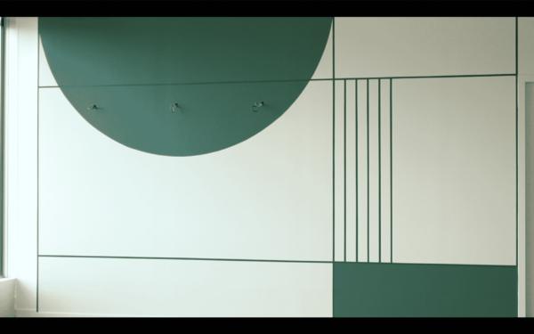 Motifs géométriques unicolores dans un Social Hub
