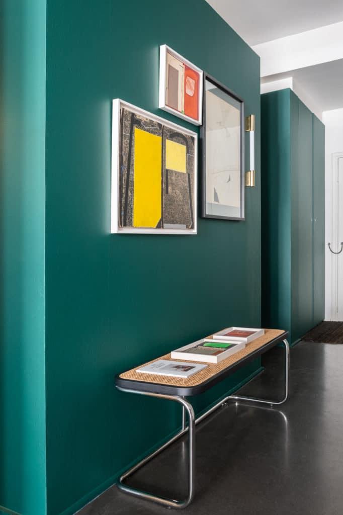 Appartement de style industriel repeint avec la palette The Socialite Family pour Mériguet-Carrère Paris par Monsieur Peinture