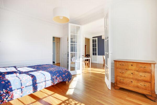 Monsieur Peinture a réalisé 65m² de peinture et des travaux de ponçage vitrification de parquet dans cet appartement à Courbevoie